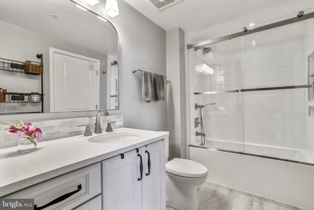 Bathroom - 1021 N GARFIELD ST #621, ARLINGTON