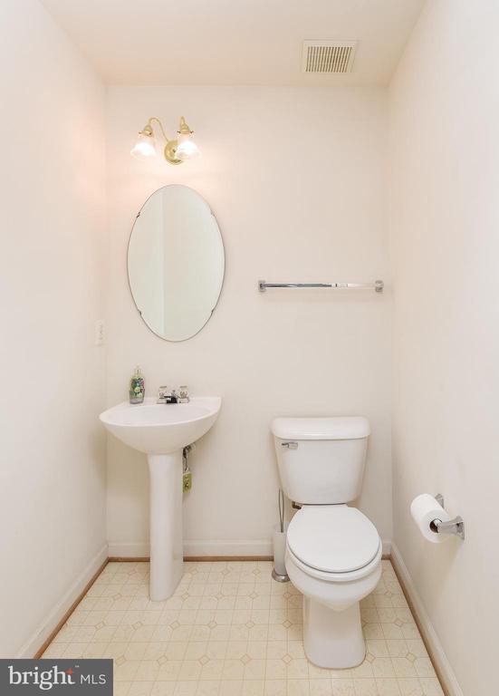 Half bath - 5970 EDGEHILL CT, ALEXANDRIA