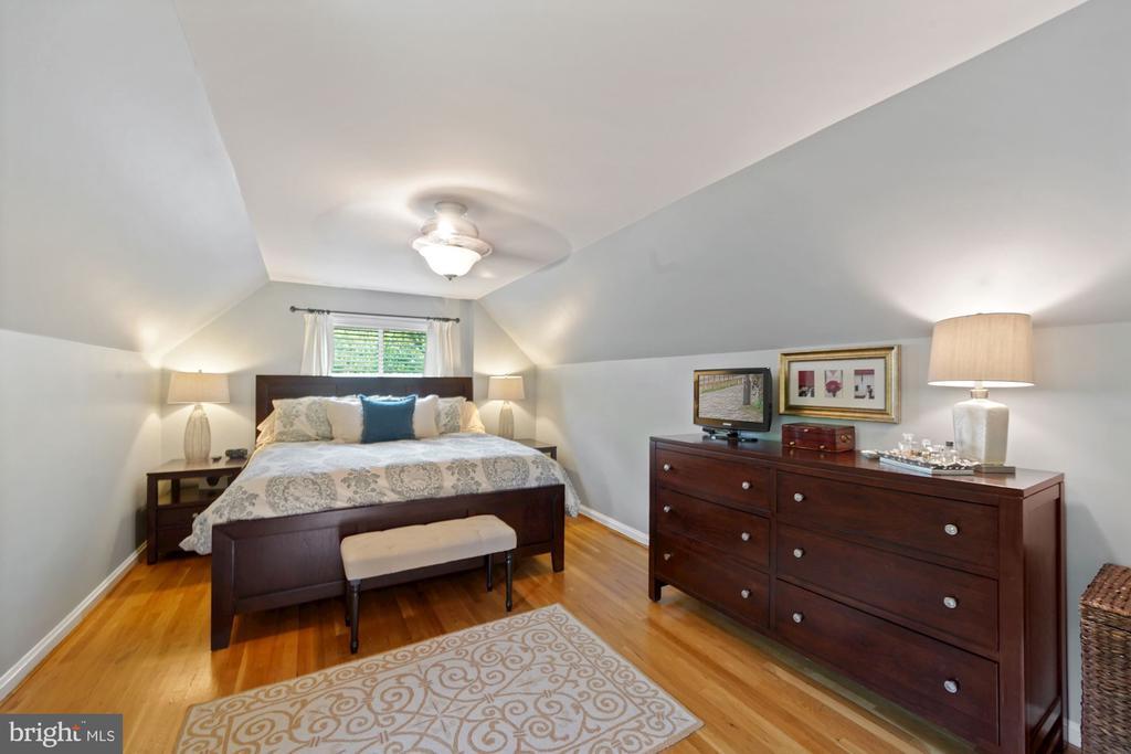 Bright Primary Bedroom 3 - 606 N OWEN ST, ALEXANDRIA
