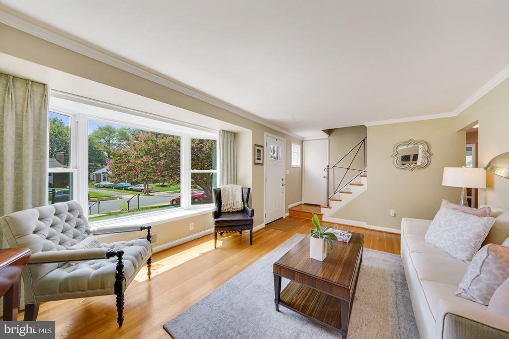 Living Room with Bay Window - 606 N OWEN ST, ALEXANDRIA