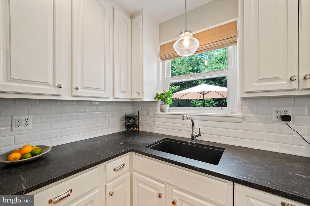 Honed Granite Counters - 606 N OWEN ST, ALEXANDRIA