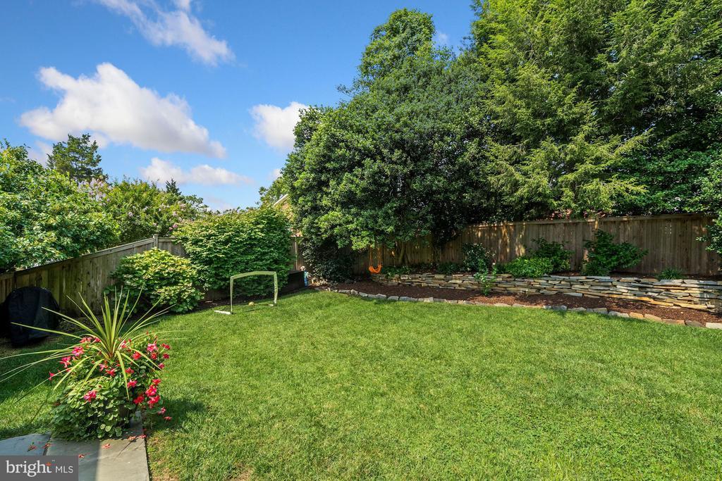 Cedar Fenced-In Yard - 606 N OWEN ST, ALEXANDRIA