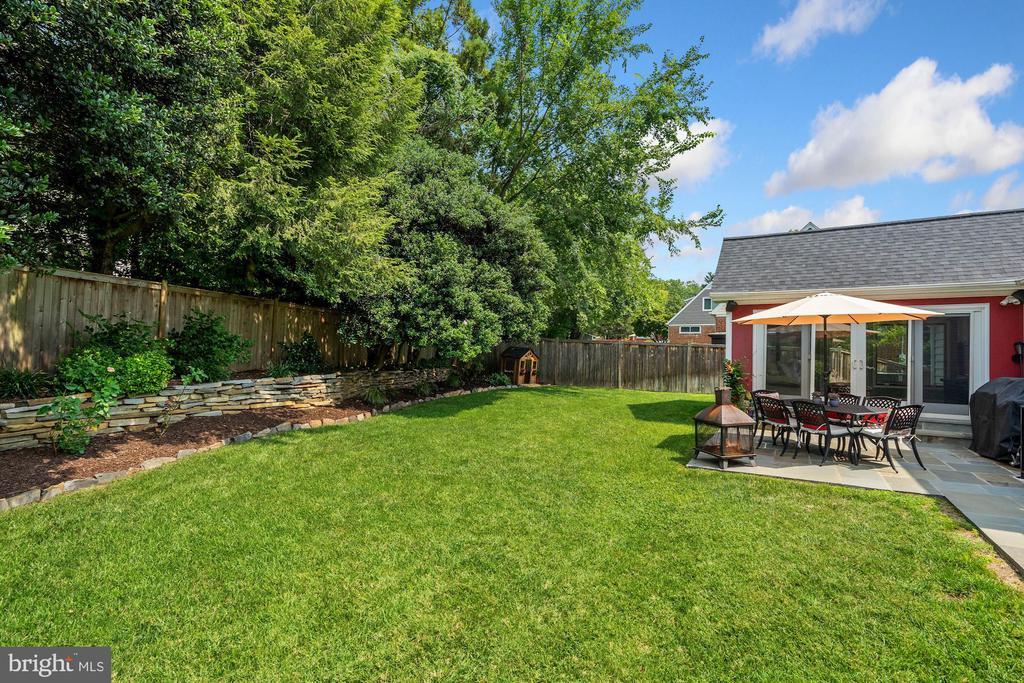 Cedar Fenced-In Yard 2 - 606 N OWEN ST, ALEXANDRIA