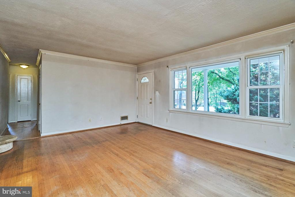 Living Room - 8724 CHERRY DR, FAIRFAX