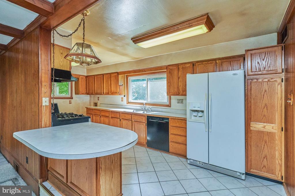 Kitchen - 8724 CHERRY DR, FAIRFAX