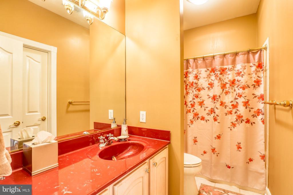 Full Bathroom #4 - 1035 HETH PL, WINCHESTER