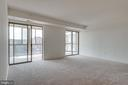 Double sliding doors out to sunroom - 19365 CYPRESS RIDGE TER #816, LEESBURG