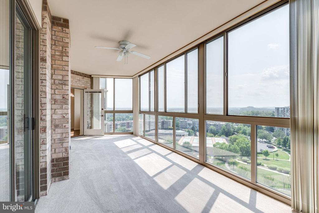 Relax out here with views of the Potomac River - 19365 CYPRESS RIDGE TER #816, LEESBURG