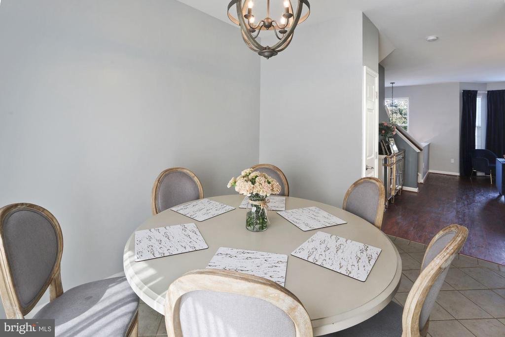 Very Spacious Eat-In Kitchen Easily Seats 6-8+! - 6342 JAMES HARRIS WAY, CENTREVILLE
