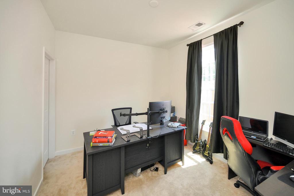 Lower level bedroom - 114 THRESHER LN #18, STAFFORD