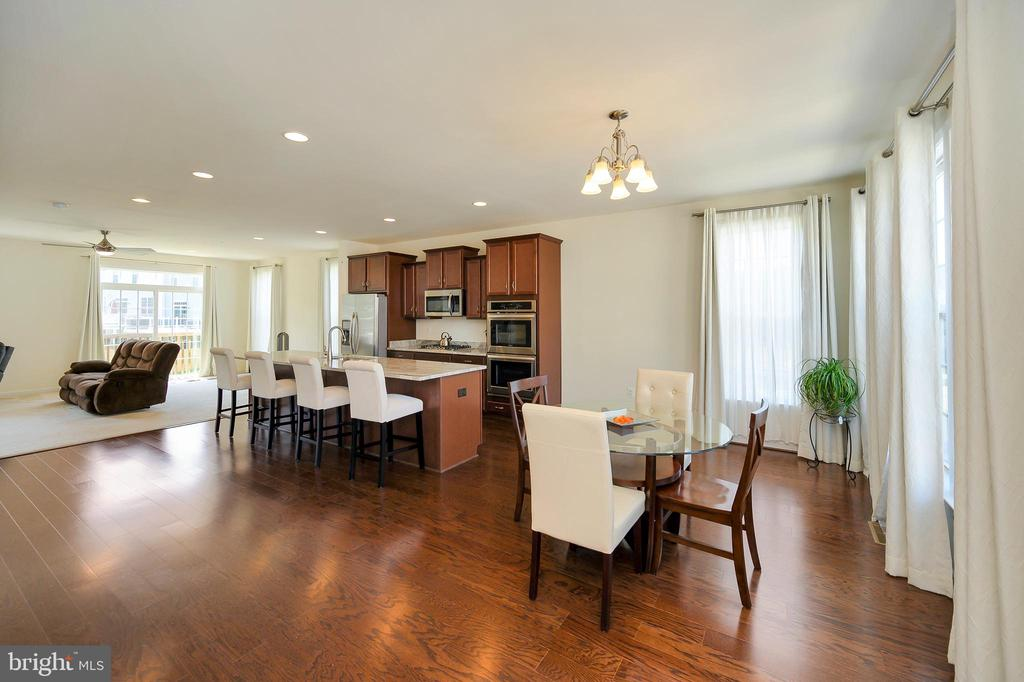 View of gourmet kitchen, dining area & great room. - 114 THRESHER LN #18, STAFFORD