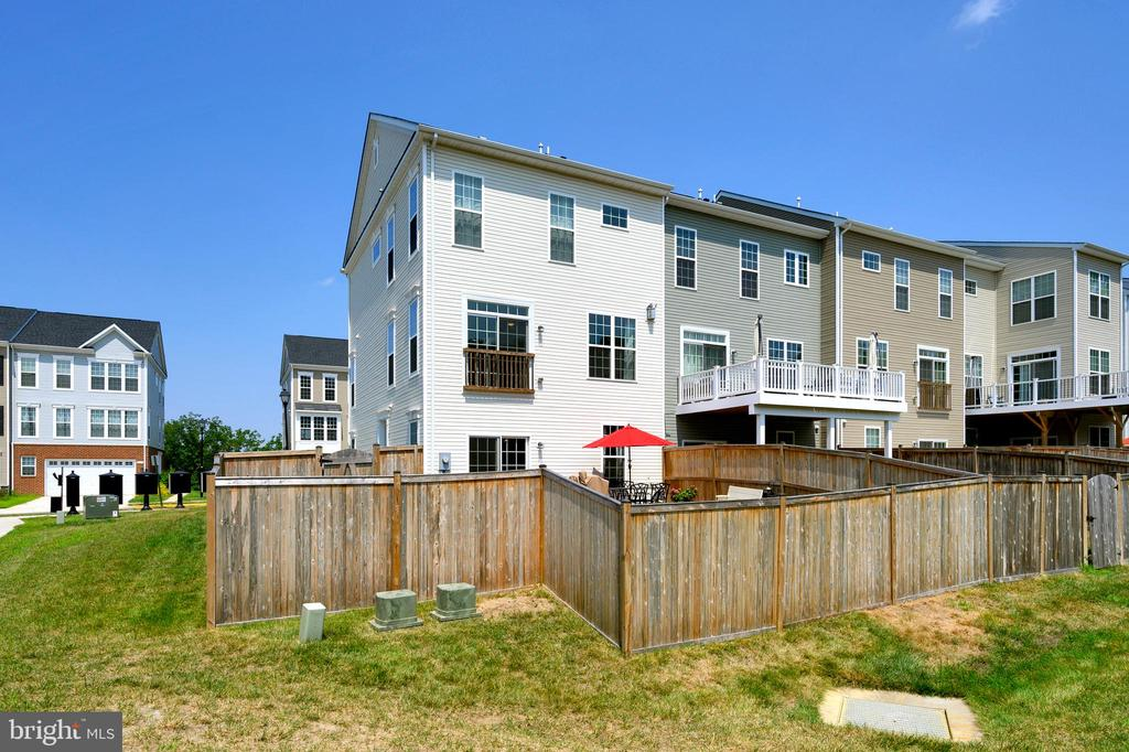 Outer view of fence - 114 THRESHER LN #18, STAFFORD