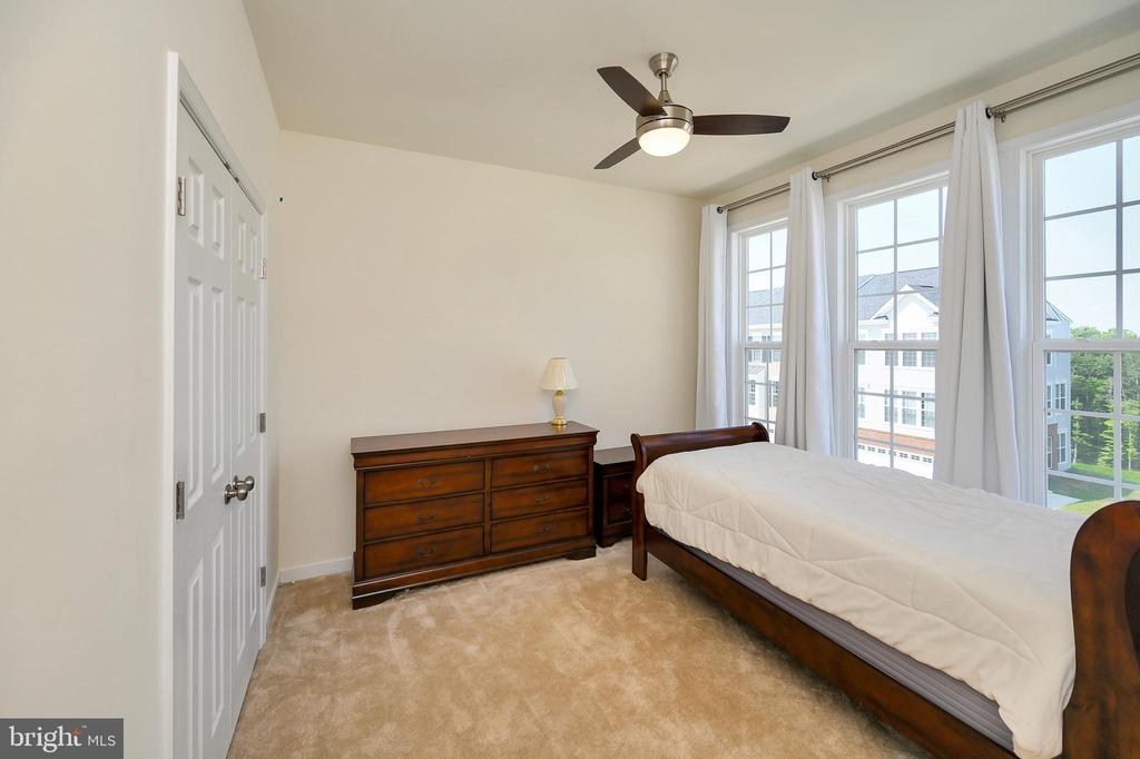 Bedroom 1 w/ceiling fan & large double closet. - 114 THRESHER LN #18, STAFFORD