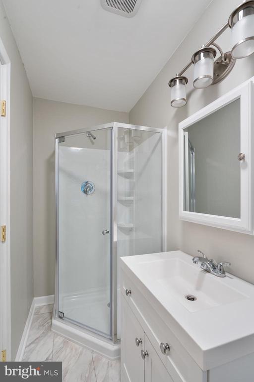Bathroom - 118 GARR, CULPEPER