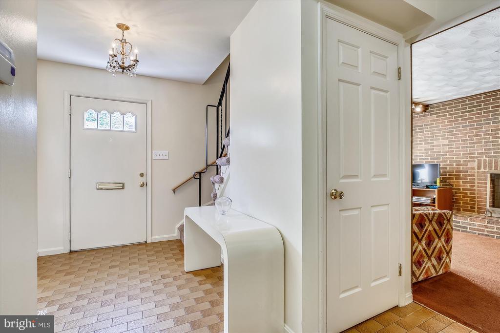 Foyer - 1213 BURTON ST, SILVER SPRING