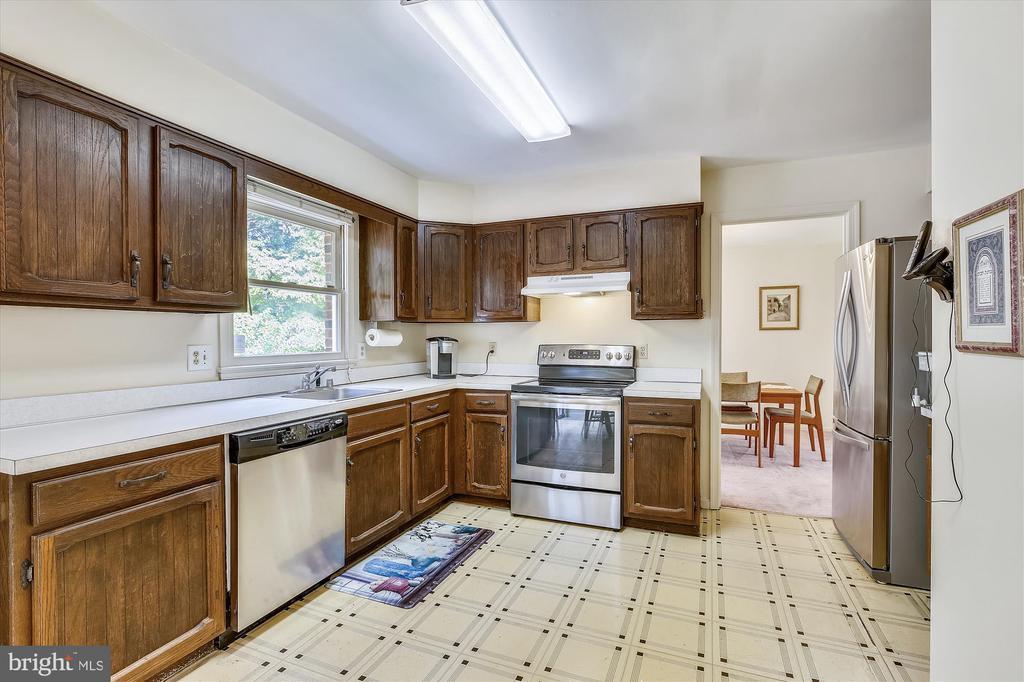 Kitchen - 1213 BURTON ST, SILVER SPRING