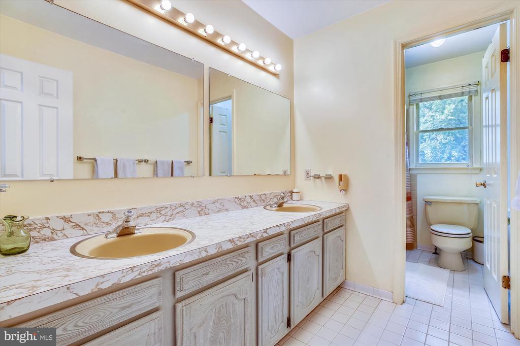 Hall Bathroom - 1213 BURTON ST, SILVER SPRING