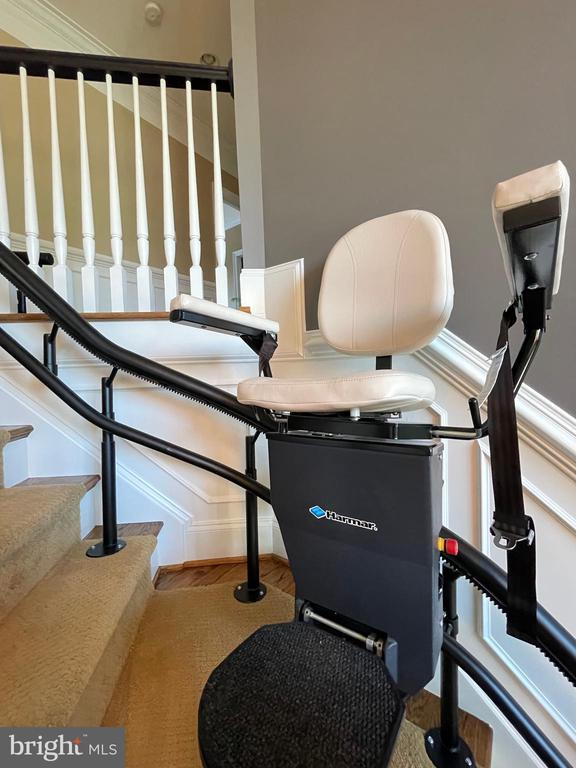 Newer Stair Lift Can Convey or Be Removed - 16344 LIMESTONE CT, LEESBURG