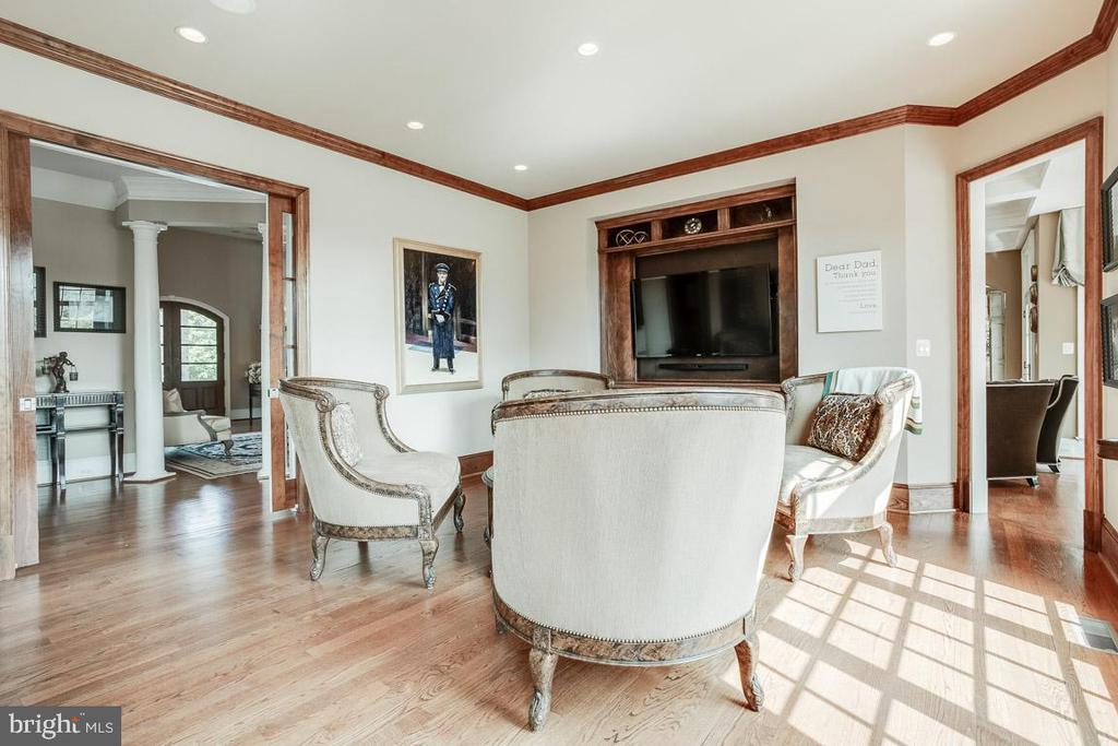 Spacious Executive Library - 15830 SPYGLASS HILL LOOP, GAINESVILLE