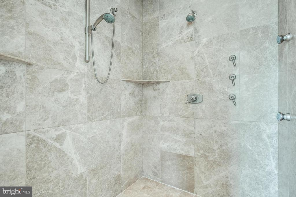 Owners Suite Luxury Shower - 15830 SPYGLASS HILL LOOP, GAINESVILLE