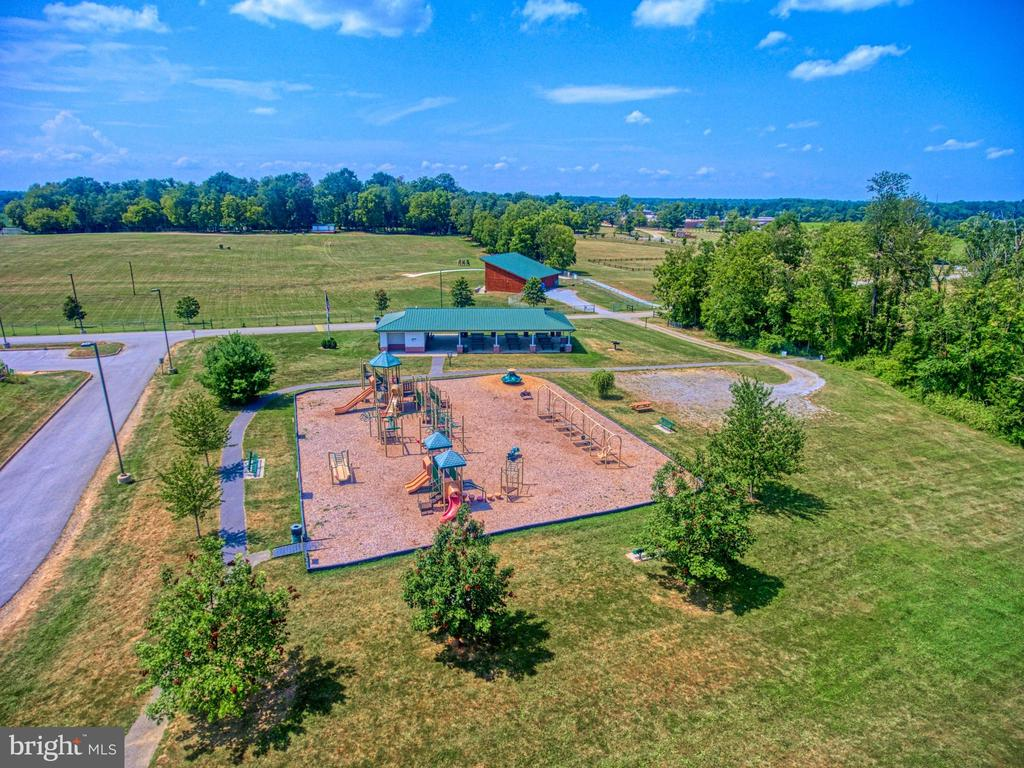 Sam Michaels Park with family ammenities - 619 BRECKENRIDGE WAY, SHENANDOAH JUNCTION