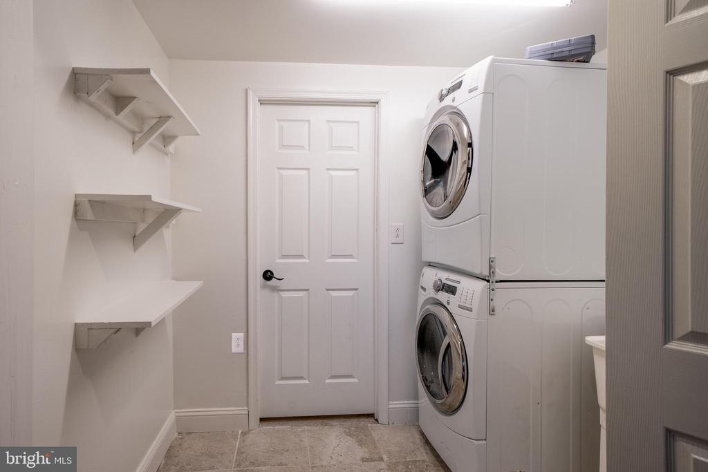 Laundry on lower level - 20173 GLEEDSVILLE RD, LEESBURG