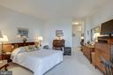 Spacious primary suite with walk-in closet - 19365 CYPRESS RIDGE TER #1021, LEESBURG