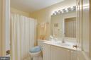 Full guest bathroom with tub/shower combo - 19365 CYPRESS RIDGE TER #1021, LEESBURG