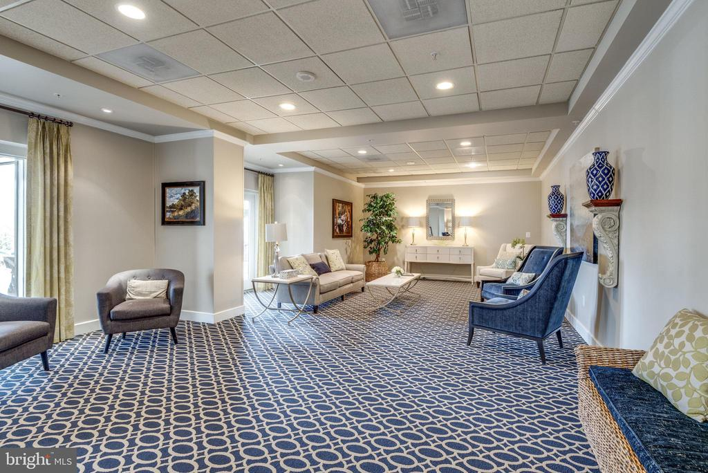 Talk with friends and neighbors here - 19365 CYPRESS RIDGE TER #1021, LEESBURG