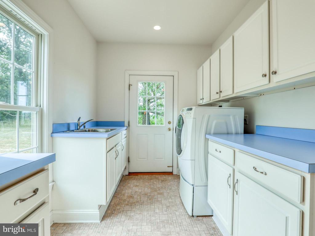 Main Level laundry with outside access. - 19185 EBENEZER CHURCH RD, ROUND HILL