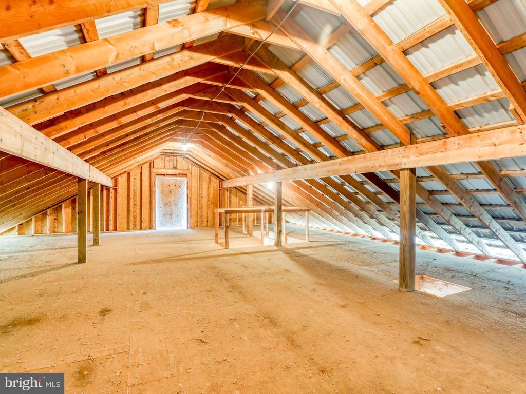Full size hayloft in the barn - 19185 EBENEZER CHURCH RD, ROUND HILL