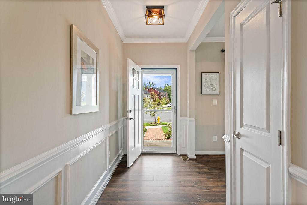 The foyer entry is open to office/living room - 2300 HARMSWORTH DR, DUMFRIES