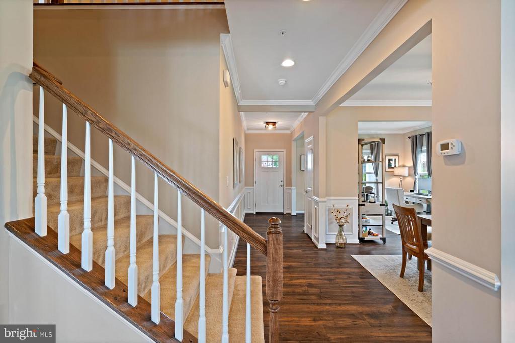 Notice the rich dark Mohawk Wood Floors - 2300 HARMSWORTH DR, DUMFRIES