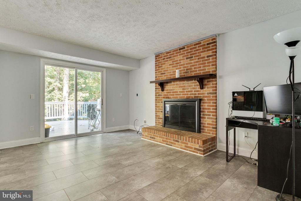 Family Room with Fireplace - 3008 MEDITERRANEAN DR, STAFFORD