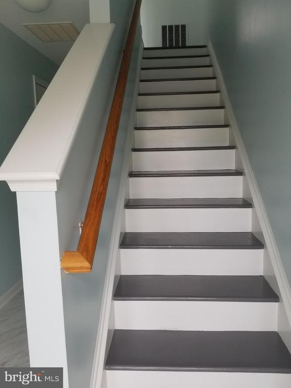 Lower level stairs - 23106 BLACKTHORN SQ, STERLING