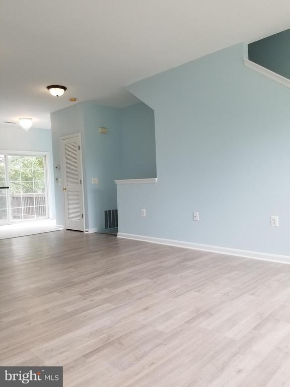 Living room area - 23106 BLACKTHORN SQ, STERLING