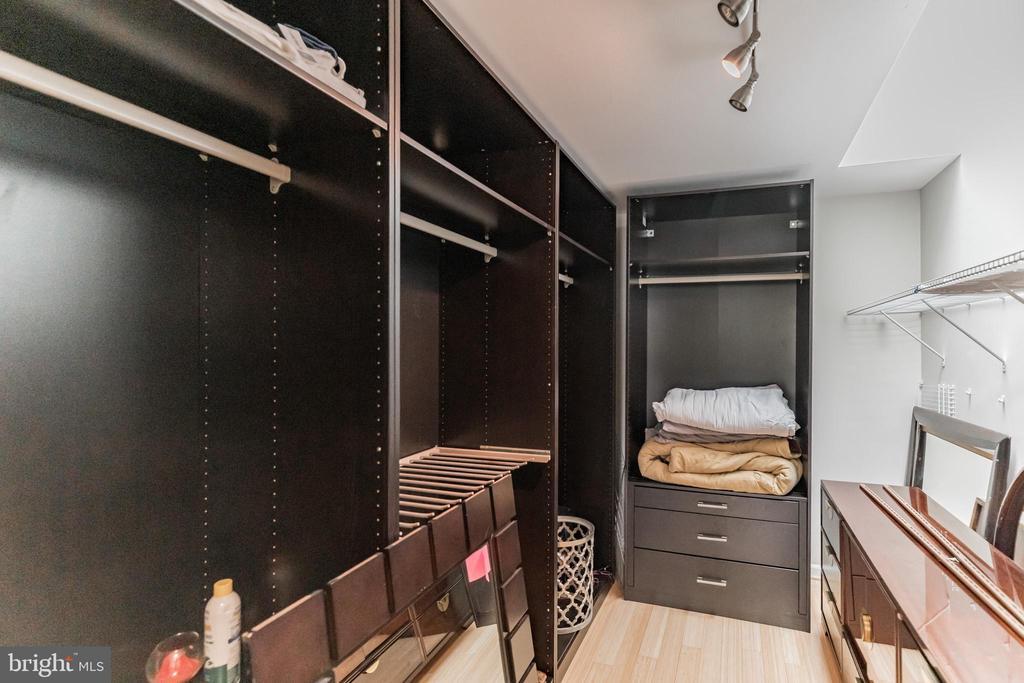 Upper-Level Bedroom 4/Office/Luxury Closet - 1406 POWELLS TAVERN PL, HERNDON