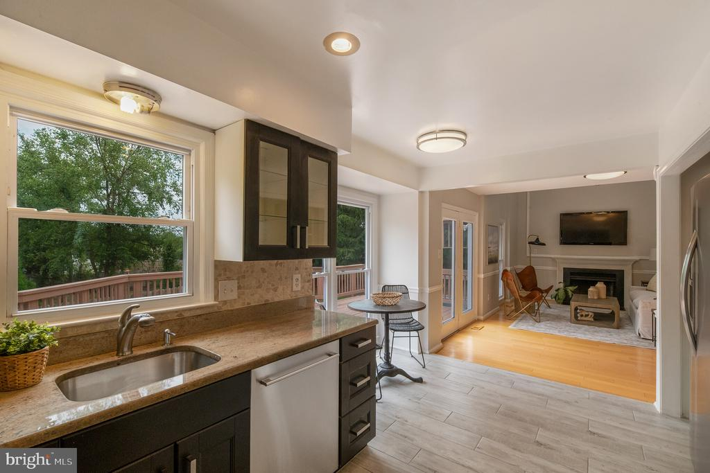 Great Flow to Family Room - 1406 POWELLS TAVERN PL, HERNDON