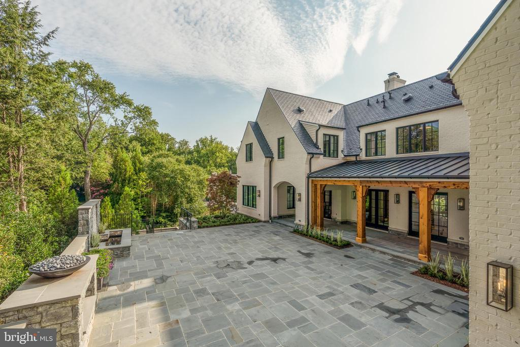 The house opens to a very private, covered loggia - 1004 DOGUE HILL LN, MCLEAN