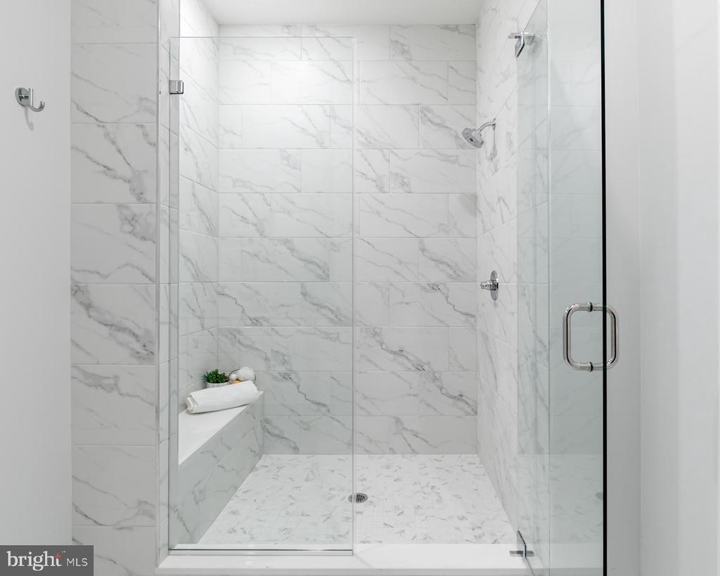 Walk in Shower with Bench & Frameless Shower Door - 44691 WELLFLEET DR #208, ASHBURN
