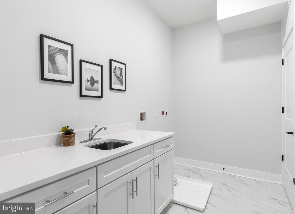 Large Laundry Room with Sink & Cabinets - 44691 WELLFLEET DR #208, ASHBURN