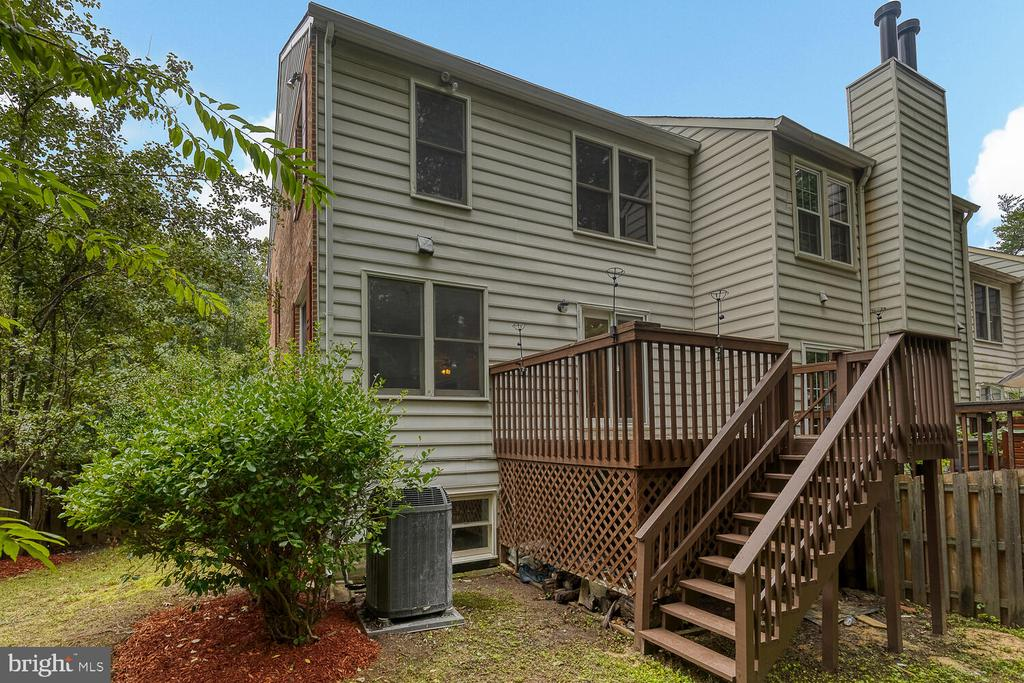 Recently replaced deck stairs. - 12659 WIMBLEY LN, WOODBRIDGE