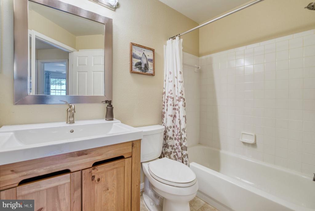 second full bath - 12801 FAIR BRIAR LN #12801, FAIRFAX