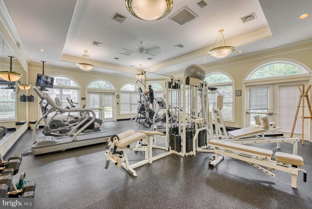 well-equipped fitness center - 12801 FAIR BRIAR LN #12801, FAIRFAX