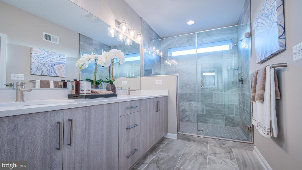 Luxurious Owner's Bath with Large Shower - 937 HOLDEN ROAD RD, FREDERICK