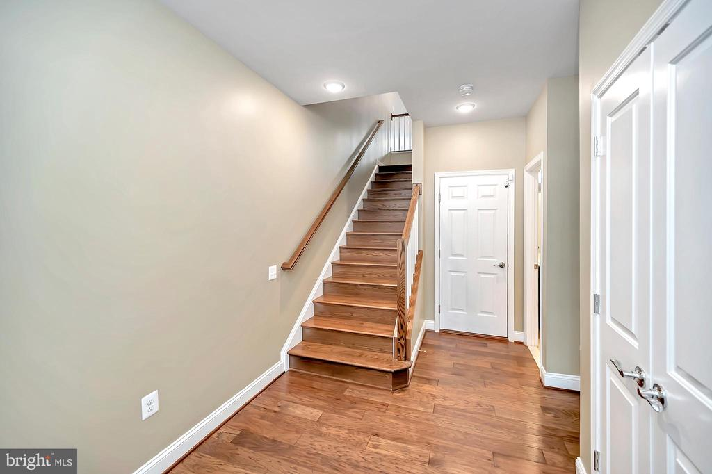 Staircase Leading To Main Level - 17359 REDSHANK RD, DUMFRIES