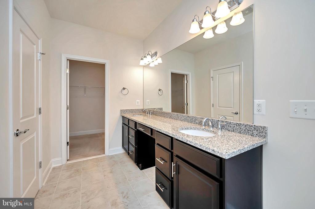 Primary Bedroom Ensuite - Double Sinks - 17359 REDSHANK RD, DUMFRIES