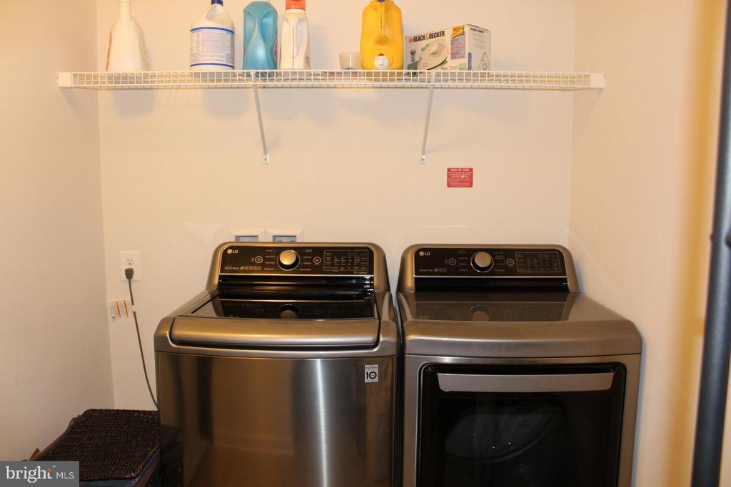 Stainless steel washer/dryer - 17105 SEA SKIFF WAY, DUMFRIES