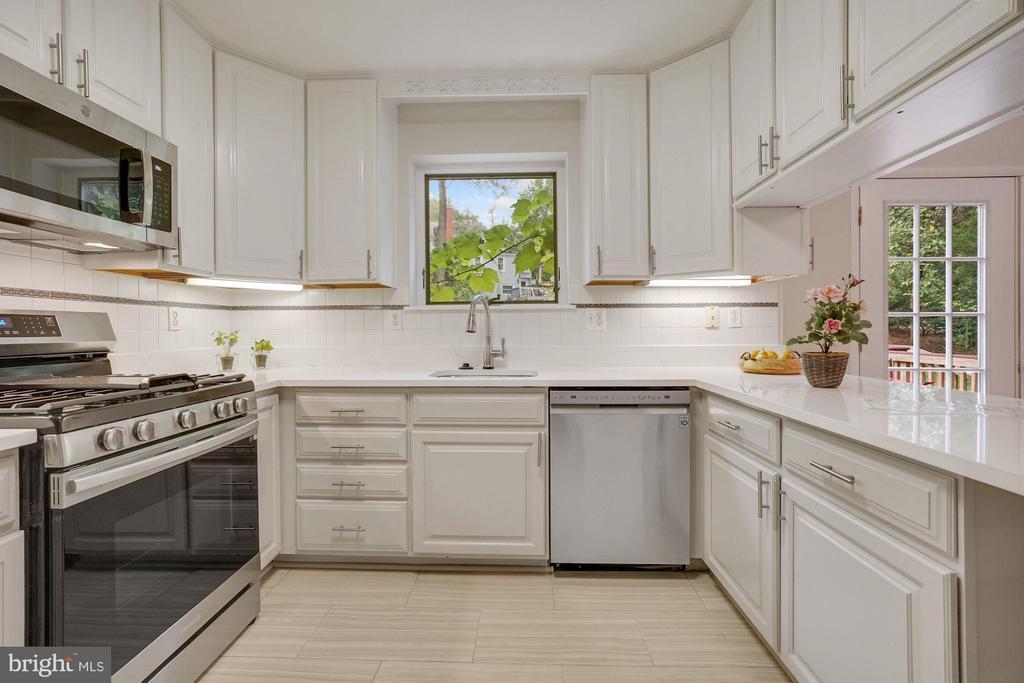 Appliances under warranty - 5905 DEWEY DR, ALEXANDRIA