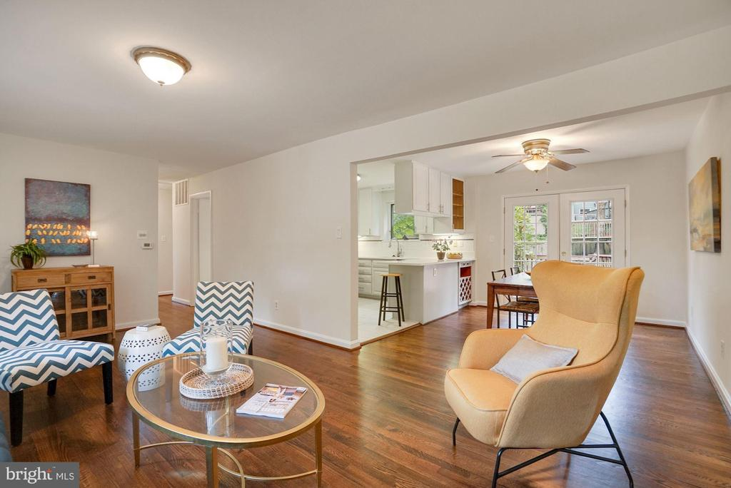 Open floorpplan: living room, dining, kitchen - 5905 DEWEY DR, ALEXANDRIA